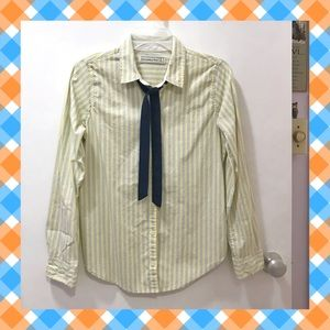 A&F slim-fit button up top w/ collar tie